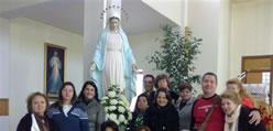 Grupo do Brasil ao lado de Nossa Senhora de Medjugorje
